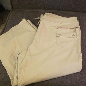 Danskin now khaki capri pants